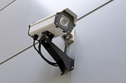 さらに防犯カメラを設置すると侵入を抑制できる!