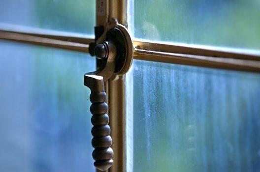防犯対策は窓が最大のカギ!空き巣をはね返す窓回り防犯ポイント