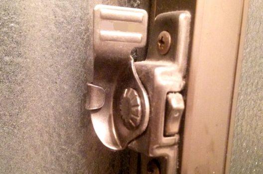 窓を施錠していても油断禁物!ガラス破り3つの手口